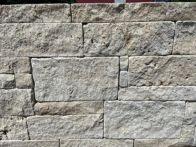 FB Travertin Nuvola Mauersteine beige von rechts gespalten - Rest gesägt