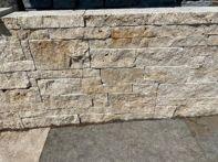FB Travertin Nuvola Mauersteine nussbraun von rechts gespalten - Rest gesägt